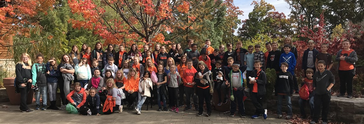 Fifth grade students on a field trip at the Akron Zoo